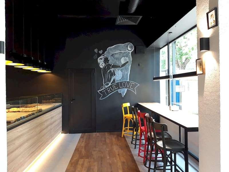 Вито Европа инсталира осветителни тела в ресторантите Мис Каприз