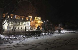 <strong>Окта</strong> <strong>Лайт</strong> България достави LED осветление за градината между Народнoто събрание и Софийския университет