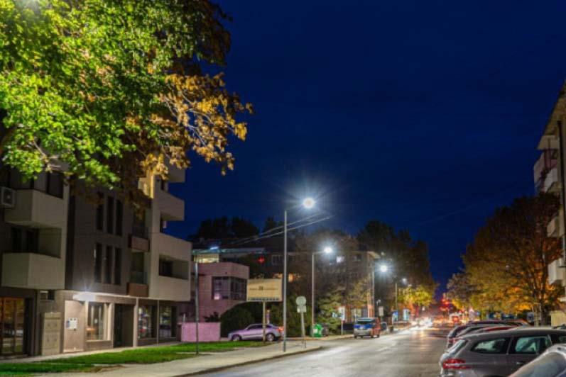Монтират ново улично осветление в Ямбол