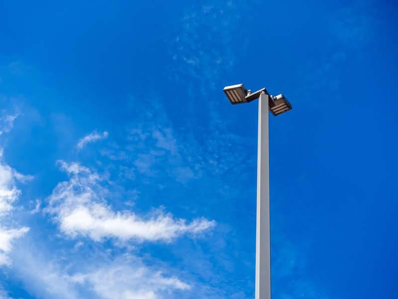 Община Тетевен търси изпълнител за подмяна на улични осветители